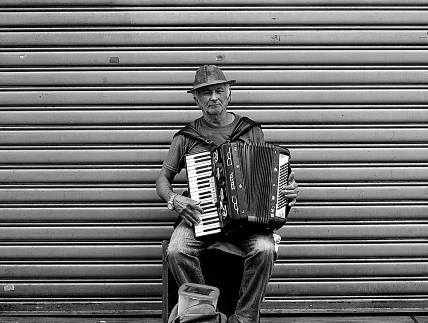 homen enre notas -  ph © Elza Cohen  024-IMG_1748